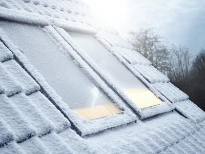 Finestra coperta dalla neve